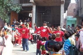 Street theater performance on IUDs in New Delhi