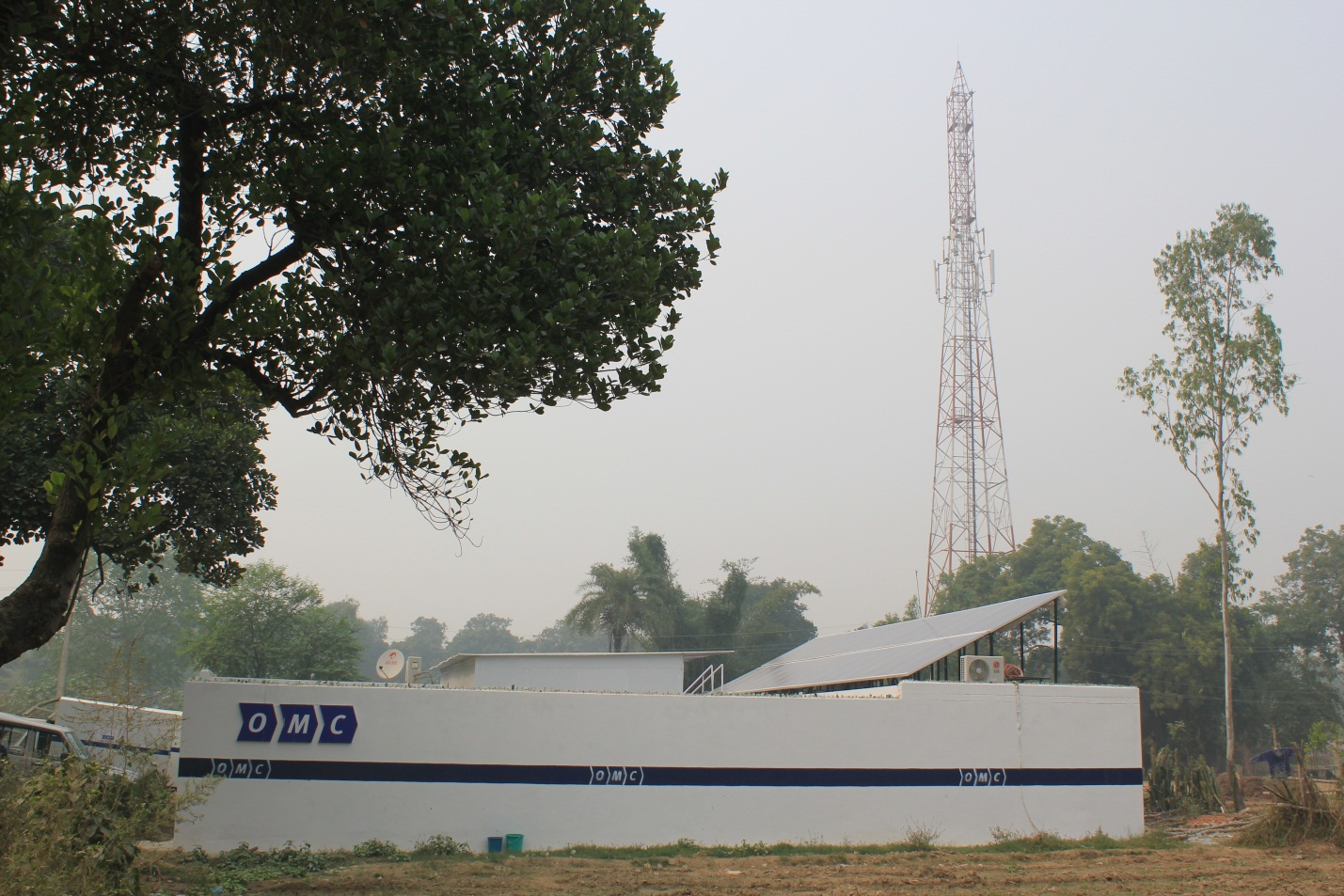 India solar cell tower pic 2.jpg