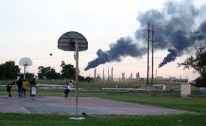 Port Arthur, Texas refineries - Photo: Hilton Kelley